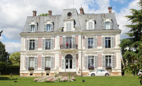 Essonne: un centre d'accueil pour migrants incendié