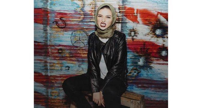Noor Tagouri, la première musulmane voilée à poser dans Playboy