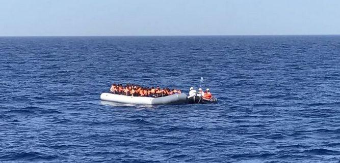 Plus de 6 000 migrants ont été secourus en mer Méditerranée par les garde-côtes italiens et des ONG dont Medecins sans frontières (MSF). © MSF