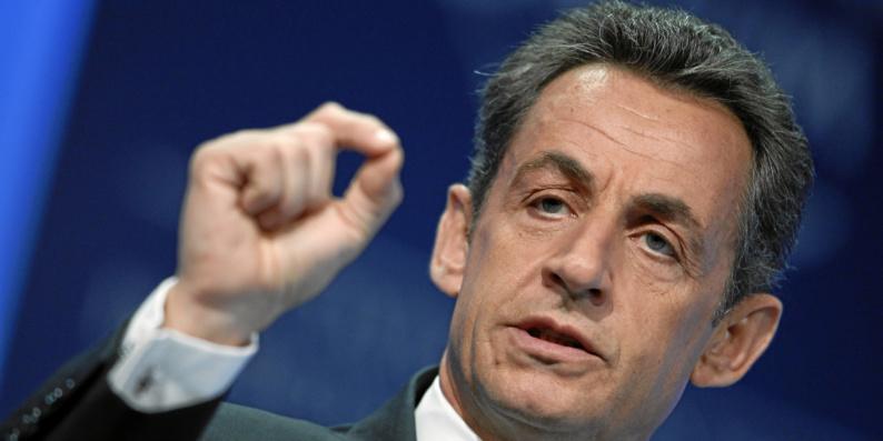 Interdiction du voile dans l'espace public : Nicolas Sarkozy y songe