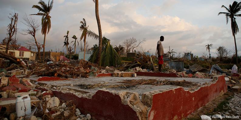 De nombreuses ONG répondent à la crise humanitaire qui a éclaté à Haïti après le passage de l'ouragan Matthew. Comme en 2010, le Secours islamique France a dépêché une équipe sur place. © AP/SIF