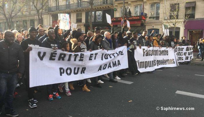 C'est autour du slogan « Justice pour Adama » qu'un millier de personnes ont manifesté dans les rues de la capitale parisienne. © Saphirnews.com