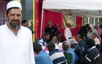 Abdoullah Mollan devant la tente du partage