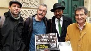 Des soutiens à la réhabilitation de la mémoire des tirailleurs naufragés entourés de Karfa Sira Diallo, fondateur de Mémoires & Partages (2e à droite).