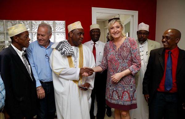 Le grand cadi de Mayotte aux côtés de Marine Le Pen. © Marine Le Pen/Twitter