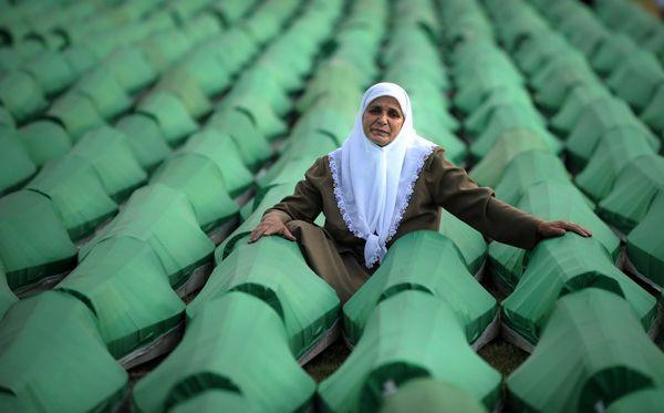 Bosnie : huit Serbes accusés du massacre de 120 Bosniaques arrêtés