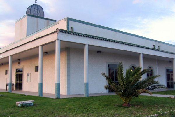 La grande mosquée dégradée par des tags racistes — Perpignan