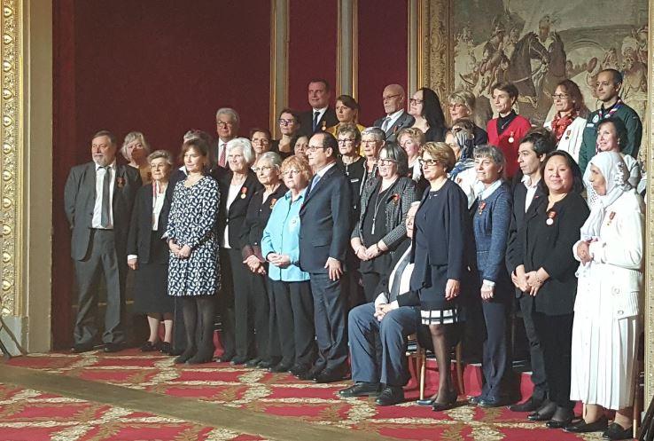 Les SMF ont reçu la médaille de la famille des mains du président François Hollande samedi 10 décembre. © SMF