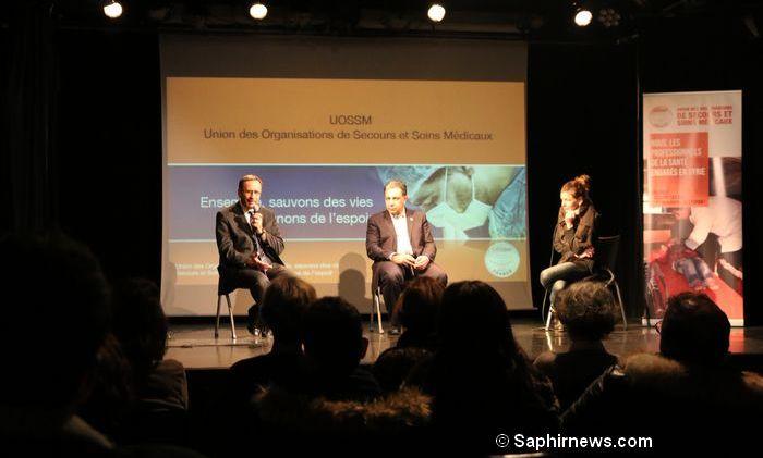 Raphaël Pitti, formateur de médecins (à gauche), et Ziad Alissa, président de l'UOSSM (au centre), lors d'une conférence organisée le 13 décembre, deux jours avant le départ d'un convoi humanitaire vers Alep.