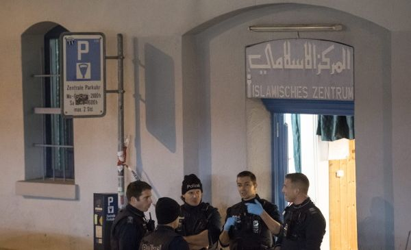 Le Centre islamique de Zurich a été le théâtre d'une fusillade lundi 19 décembre. Les motivations de l'auteur de l'acte sont floues. © DPA