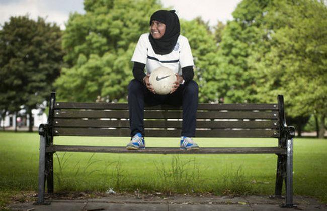 Annie Zaidi, entraîneuse de football, a été honorée de la médaille de l'Empire britannique à l'occasion du Nouvel An 2017.