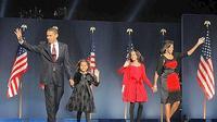 Barack Obama le 4 novembre 2008 à Chicago, en compagnie de sa femme Michelle et de ses filles.