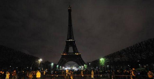 Mosquée de Québec : après l'attentat, l'extinction de la Tour Eiffel décidée