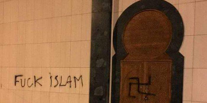 Des tags nazis et islamophobes ont été retrouvés mercredi 27 juillet 2016 sur la mosquée de Bagnolet.