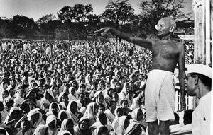 Gandhi, une figure de la désobéissance civile.