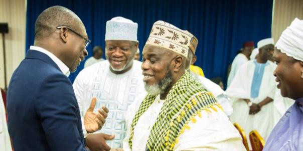 Le président du Bénin, Patrice Talon (en costume bleu), en compagnie de dignitaires musulmans.