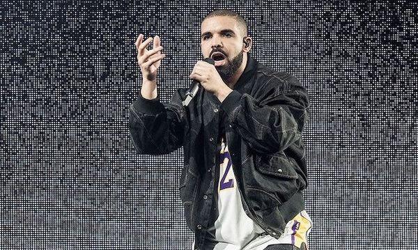 Non, Drake n'a pas demandé à des femmes de retirer leur voile en plein concert
