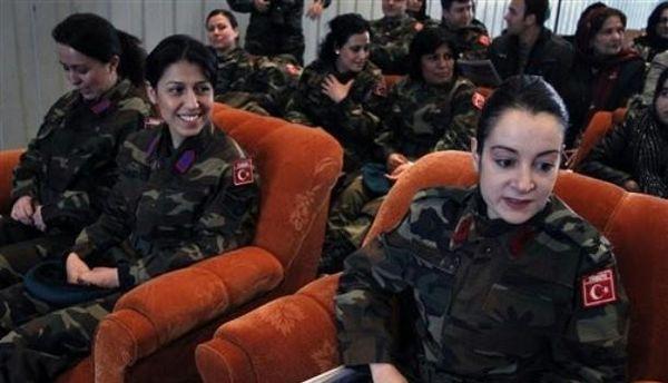 Turquie : le port du voile autorisé dans l'armée