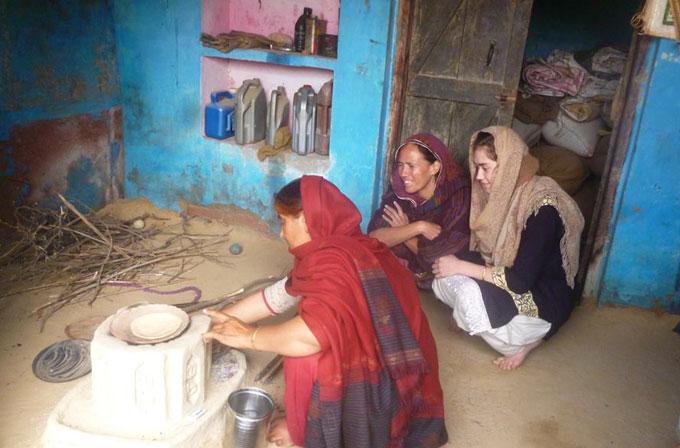 Pour Laurence Lécuyer, anthropologue et ethnologue, le voile que portent les femmes musulmanes en Europe a une pluralité de sens, à l'instar de la pratique du voile dans d'autres pays, comme en Inde. Les réactions au port du voile disent également beaucoup de l'état de la société dans laquelle les polémiques émergent, du rapport au corps, à la chevelure, à l'intimité et de la conception politique des espaces publics et privés. (Photo © Laurence Lécuyer)