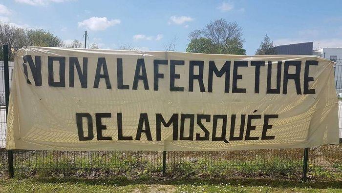 La mosquée de Torcy a été contrainte de fermer ses portes le 11 avril par la préfecture de Seine-et-Marne, une décision confirmée par la justice le 21 avril.