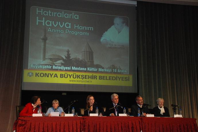 16 décembre 2009 : conférence dans la salle Sultan Veled, du centre culturel Mevlana, à laquelle participent M. Tahir Akyürek, maire de Konya, Dr Agah Oktay Güner, ancien ministre turc de la Culture, des professeurs et de nombreux amis d'Éva.
