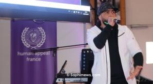 Le rappeur Médine au stand de l'ONG Human Appeal.