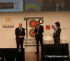 Lors de la remise des trophées du Top 10 des recruteurs de la diversité, organisée par Mozaïk RH, à Bercy, en décembre 2016 : Saïd Hammouche président de Mozaïk RH, en présence du ministre de l'Economie Michel Sapin.