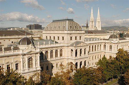 L'université de Vienne est une des plus grandes universités en Europe centrale et accueille 71 000 étudiants.