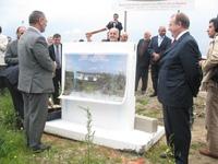 Pose de la première pierre du futur centre islamique, en présence de Lhaj Thami Breze (à g.), président de l'UOIF, et de Pascal Bolo (à dr.), adjoint au maire de Nantes.