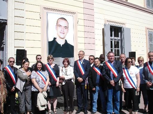 La municipalité de Grigny déclare Salah Hamouri citoyen d'honneur. Cérémonie en présence, notamment, de sa mère Denise Hamouri, Noha Rashmawi (représentante de la délégation de la Palestine en France) et du maire René Balme.
