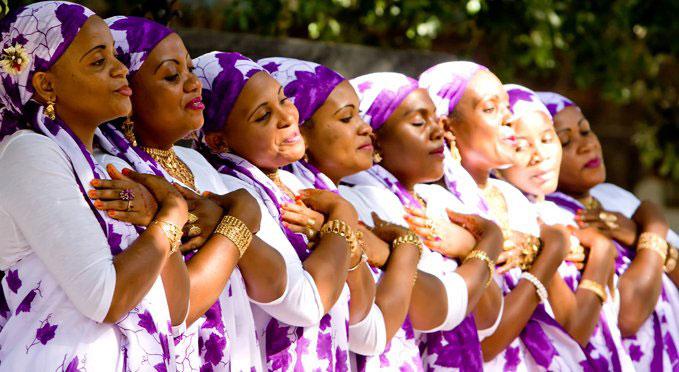 Prix France Musique 2009, le debaa, art ancestral interprété par des femmes de l'archipel de Mayotte, fait l'objet d'une conférence dansée, dans le cadre de l'exposition « Rock the Casbah », à l'Institut des cultures d'islam, le 3 juin, à 21 heures, juste avant l'iftar.