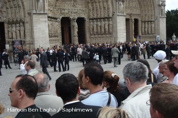 16 heures : familles et proches rendent hommage aux victimes lors de la cérémonie œcuménique à Notre-Dame de Paris.