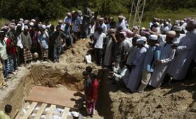 Funérailles, au lendemain de l'attaque de la mosquée de Cho-ai-rong, dans la province de Narathiwat (Thaïlande). Photo : Reuters.