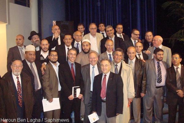 Plusieurs représentants des communautés juive et musulmane de France se sont retrouvés autour de Hassen Chalghoumi, président de la Conférence des imams de France, et de Richard Prasquier, président du CRIF.