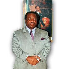 Ali Ben Bongo, 50 ans, aujourd'hui ministre de la Défense, succédera-t-il à son père ?