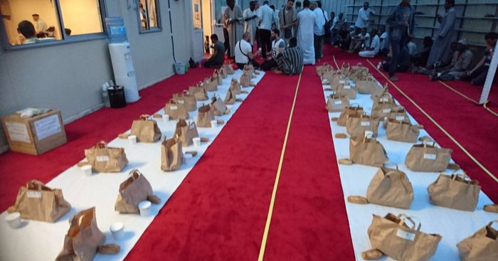 Près de 1 500 iftar box sont distribués chaque semaine par la mosquée de Courbevoie pendant le mois du Ramadan. © ACMC