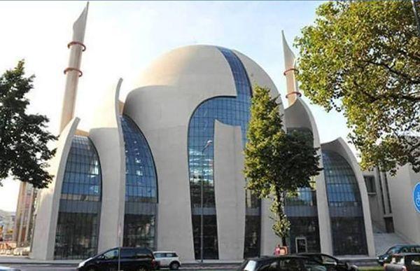 La mosquée centrale de Cologne, en Allemagne, a ouvert ses portes aux fidèles le 9 juin.