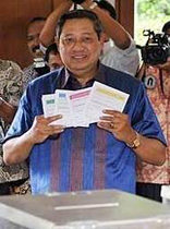 Susilo Bambang Yudhoyono, alias SBY, aux urnes, mercredi 8 juillet
