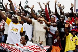 Une foule en liesse, bardée de tee-shirts à l'effigie d'Obama et de drapeaux américains, accueillait le locataire de la Maison-Blanche, le 11 juillet au Ghana.