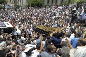 Alexandrie (Egypte), le 6 juillet 2009 : une foule nombreuse assistait aux funérailles de Marwa El-Sherbini. (Photo : Ahmed El-Fatah, Flickr)