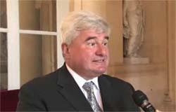 Eric Raoult (UMP), rapporteur de la commision d'enquête parlementaire sur le port de la burqa.