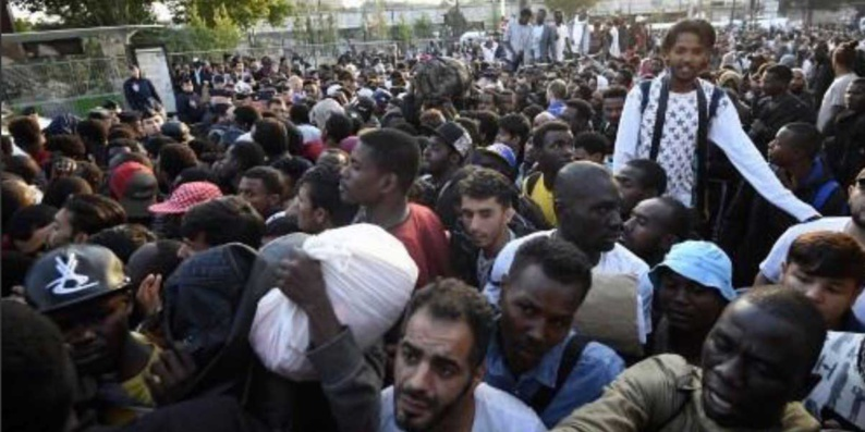 Paris : des milliers de migrants de la Porte de la Chapelle évacués