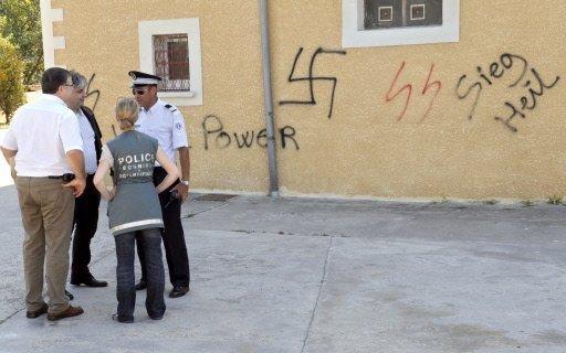 La mosquée a été recouverte d'inscriptions xénophobes dans la nuit du mardi 18 août 2009.