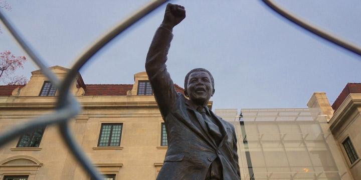 Statue de Nelson Mandela à l'ambassade d'Afrique du Sud de Washington – © Ted Eytan, Flickr