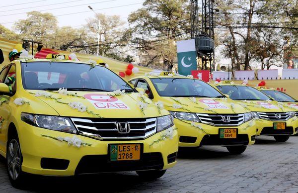 Pakistan : une application pour rencontrer une marieuse dans un taxi