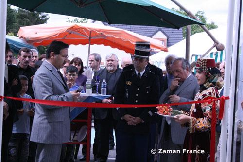 Ömer-Faruk Harman (à g.), lors de l'inauguration de la mosquée Mevlana à Gien (Région Centre) , en mai 2008.