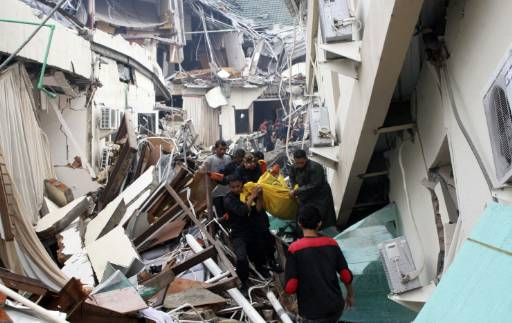 Les secours ont encore du mal à atteindre certaines zones sinistrées de la ville indonésienne de Padang.