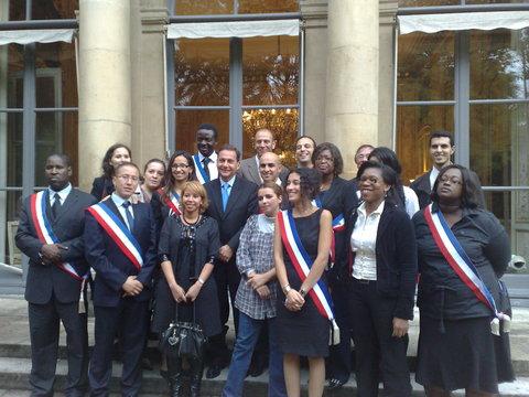 Créé fin septembre, le RED a été officiellement lancé lundi 5 octobre par Éric Besson (au centre), aux côtés de Sidi El Haimer, le président du RED (à droite de M. Besson) et de plusieurs élus membres de l'association.