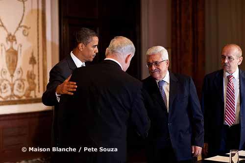 Barack Obama recevait Benjamin Netanyahu (g.) et Mahmoud Abbas (dr.) à New York, le 22 septembre dernier : quelle avancée pour la paix ?