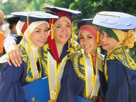 L'Indonésie demeure le premier pays musulman, avec 203 millions d'individus de confession musulmane. Photo : étudiantes de l'université islamique d'Indonésie.